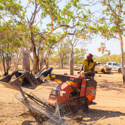 Native title holder Marcus Simon removes old fencing at Marralum Outstation. © Sarah Duguid